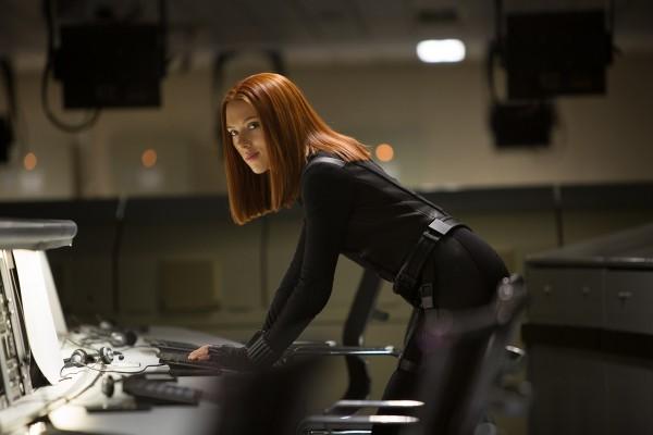 Scarlett Captain America, le soldat de l'hiver (2)